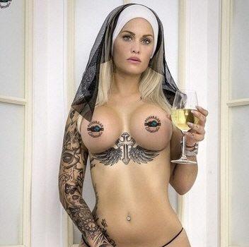 Stripperin Nina aus Karlsruhe